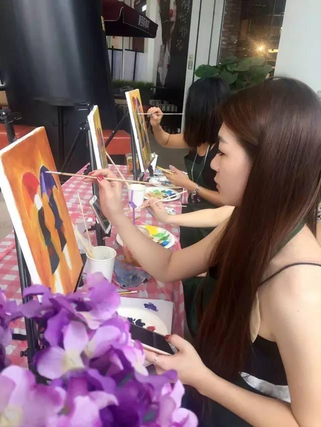 咖啡馆经营创新,休闲咖啡馆与绘画活动