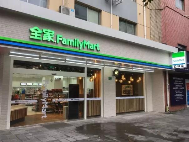 """""""干掉""""星巴克?全家第四代店亮相上海"""